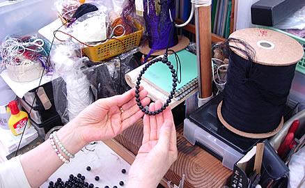 念珠の製作工程 - 中通し