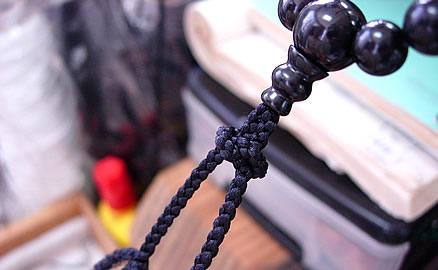 念珠の製作工程 - こだわりのエボ結び