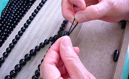 ネックレスの製作工程 - 結び留め