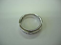 修理例:Pt900ダイヤリング ドアはさまれた指輪修理前