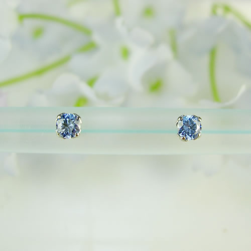 <font color=#ff4500>〔送料無料〕</font>MARE(マーレ)SWAROVSKI  Fancy L.Blue 3×3mm ピアス mt090