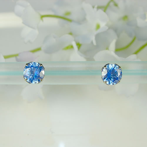 <font color=#ff4500>〔送料無料〕</font> MARE(マーレ) SWAROVSKI Arctic Blue  5×5mm ピアス mt096