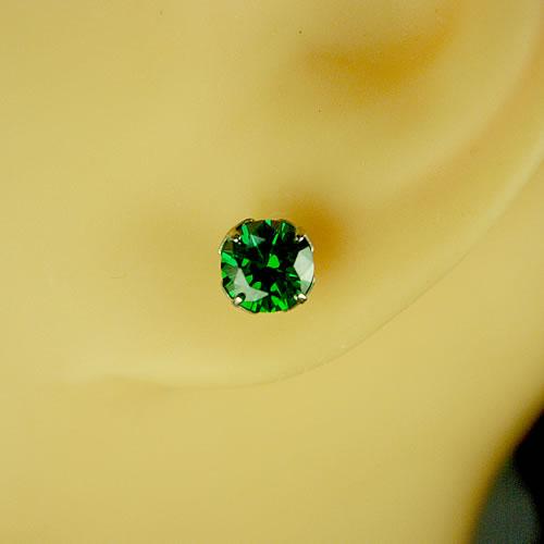 <font color=#ff4500>〔送料無料〕</font> MARE(マーレ) SWAROVSKI Green  5×5mm ピアスジュエリー mt097 画像