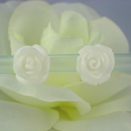 ラビアンローズ バラ彫り k18ホワイトサンゴ ピアスジュエリー va722